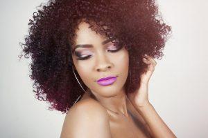 Comment prendre soin de ses cheveux frisés ?